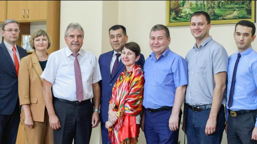 Врио ректора ОмГУ встретился с генеральным консулом Республики Узбекистан