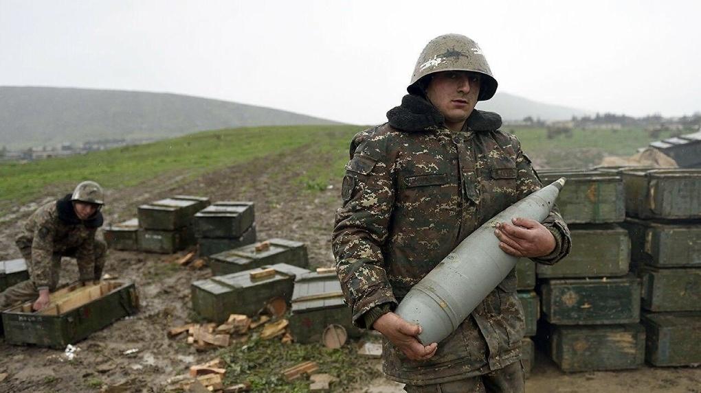 В Карабахе снова убивают мирных жителей. Конфликт Армении с Азербайджаном в 15 фотографиях из 90-х и 20-х