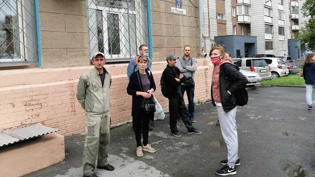 «Яна, выходи!»: новосибирцы активно протестуют против задержания участницы пикета в защиту Фургала