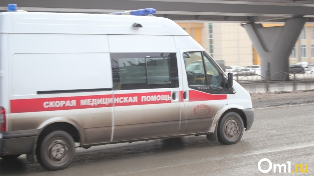 Омич, которого везли на скорой, неожиданно пришел в сознание и избил врачей