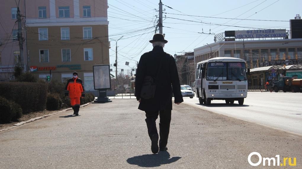 Омич с коронавирусом сбежал из больницы по пожарной лестнице и поехал кататься на автобусе