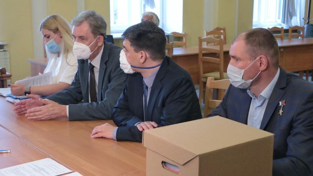 Кандидаты «Единой России» первые подали документы на места в Заксобрание Омской области