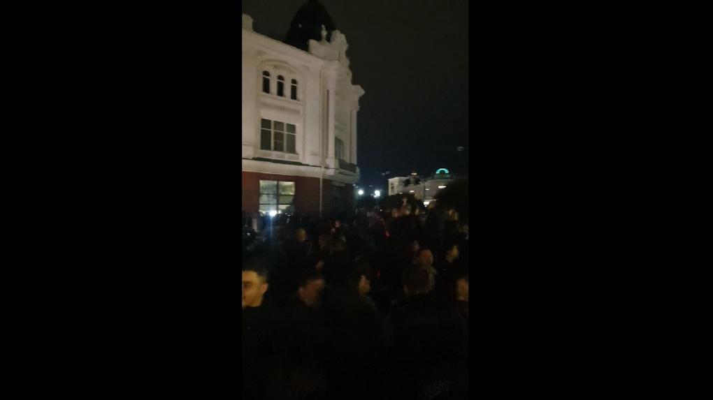Несмотря на коронавирус, омичи устроили массовую вечеринку на Любинском