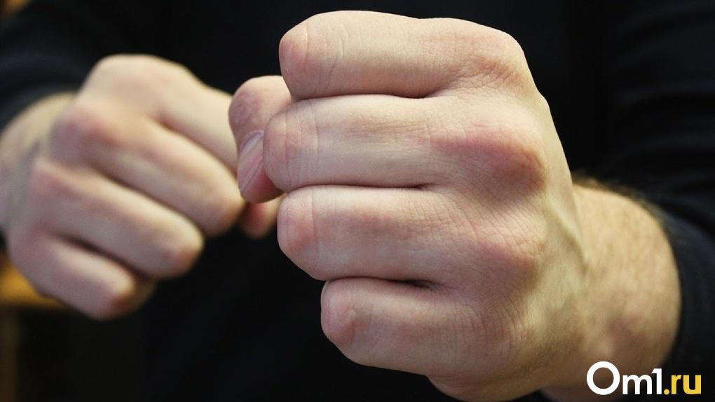 В приёмном отделении омской больницы бизнесмен жёстко избил врача, сломав ему нос