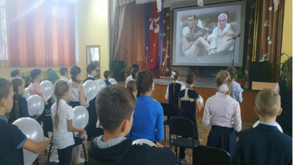 «Не скупились на подробности издевательств»: омских школьников довели до истерики уроки патриотизма