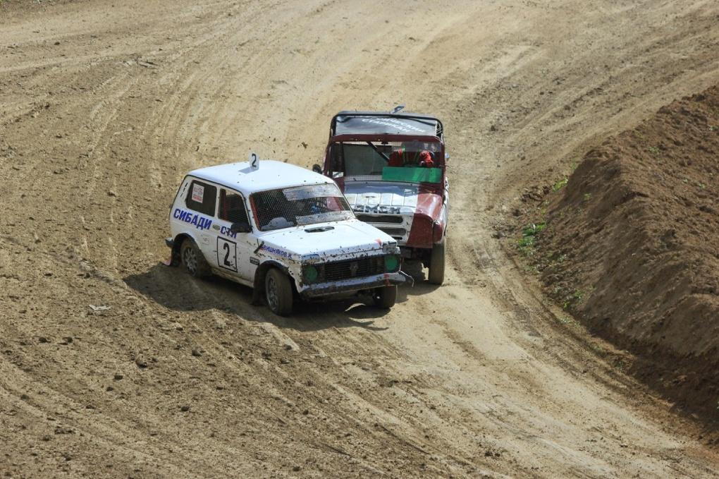 Контактная борьба и «полеты»: в Омске прошел чемпионат России по автокроссу