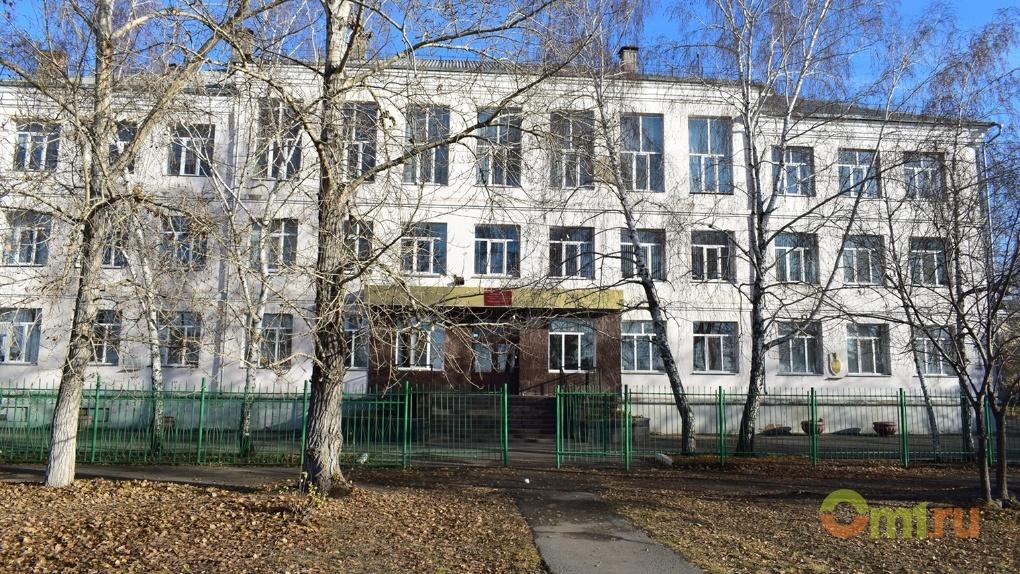 Семья школьницы, сломавшей позвоночник на уроке физкультуры, отсудила 115 000 рублей