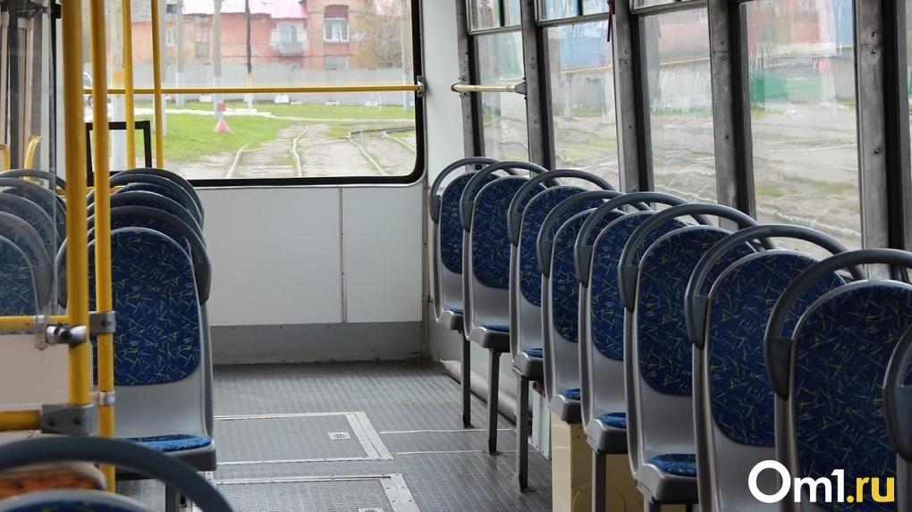 В Омск привезли новые трамваи из Москвы. Проверяем их вместе. LIVE