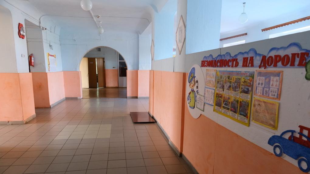 В Новосибирской области выделят 236 миллионов рублей на ремонт окон и кровель в школах