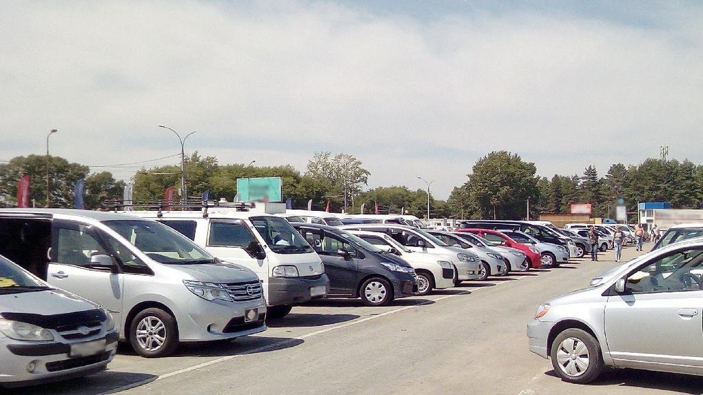 Авторынок Новосибирска: продавцы в три раза сократили запасы машин