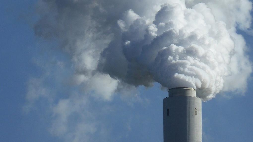 Норма превышена в четыре раза. В Минприроды назвали причину удушающего запаха в Омске