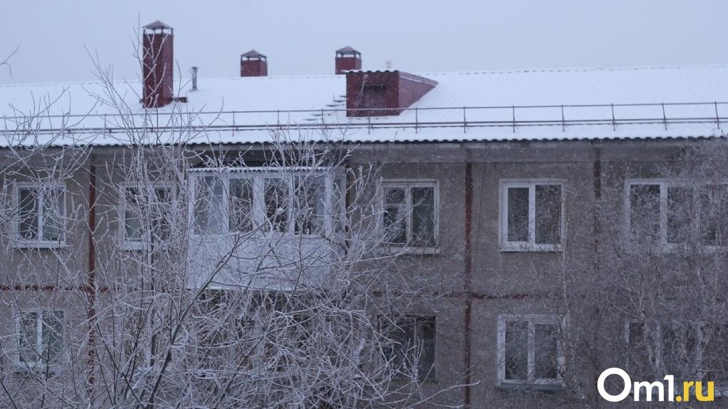 Жители омской многоэтажки рискуют остаться зимой без отопления и горячей воды из-за бесхозной теплотрассы