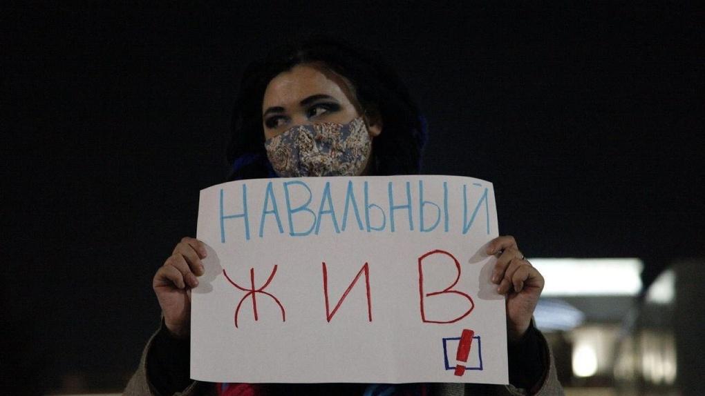 Новосибирские активисты вышли на пикет в день выхода из комы Алексея Навального