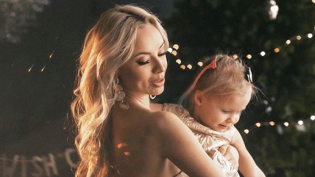 Королева тверка из Новосибирска устроила волшебную фотосессию для своей дочки