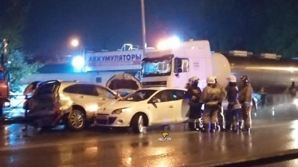 Девять машин столкнулись в Первомайском районе Новосибирска