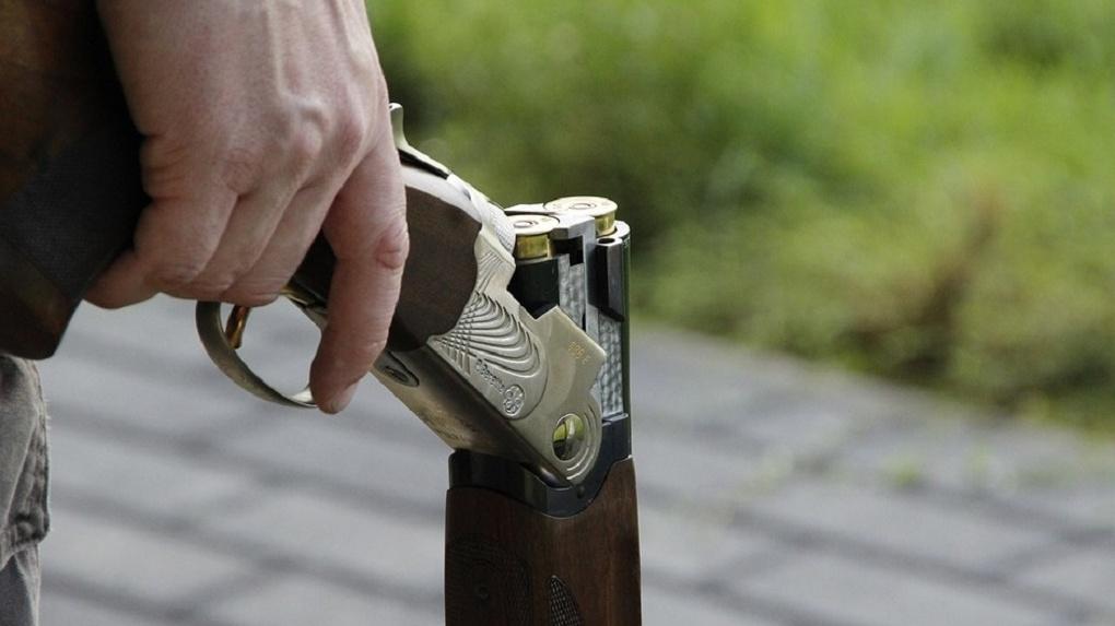 Разбойник-рецидивист обстрелял дом омички из ружья