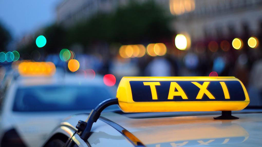Таксист выбросил мать с двухлетним ребенком из машины в Новосибирске