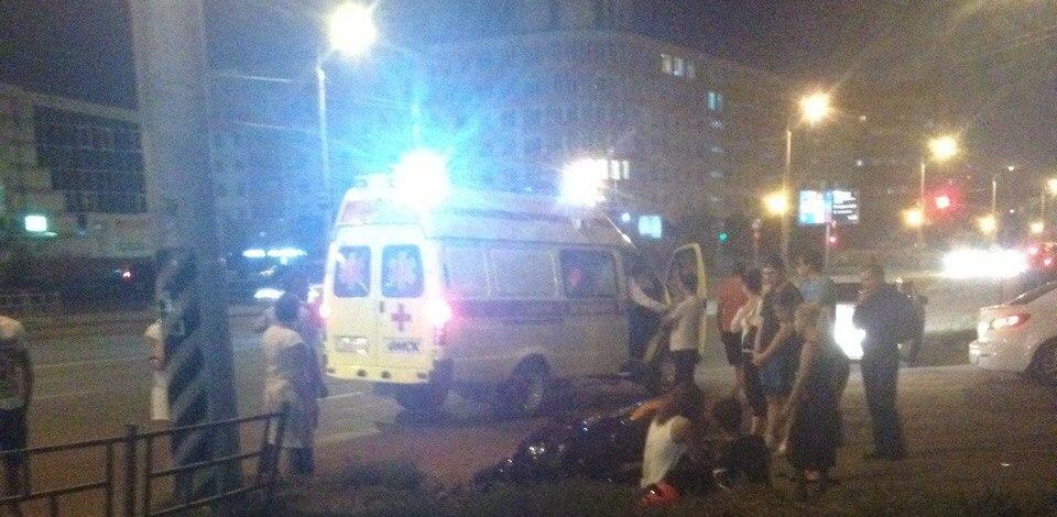 В Омске юный байкер сбил пешехода и врезался в столб