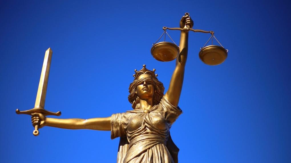 В Омской области сразу трое судей попросились в отставку