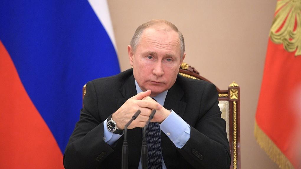 Путин приказал реанимировать бизнес и вернуть людей на работу