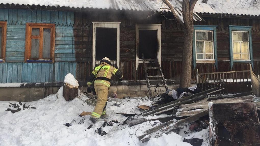 Трое детей погибли при пожаре в Новосибирске (обновляется)