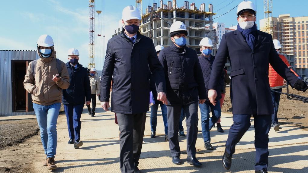 Губернатор Новосибирской области проверил, как строительные компании соблюдают противоэпидемические меры