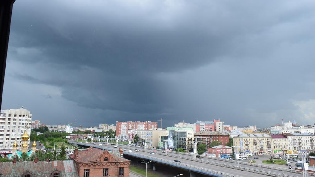 В Омске на утро объявили штормовое предупреждение