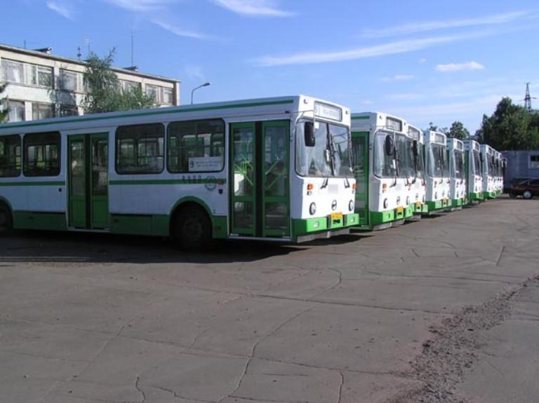 В Родительский день на омские кладбища поедут 220 автобусов