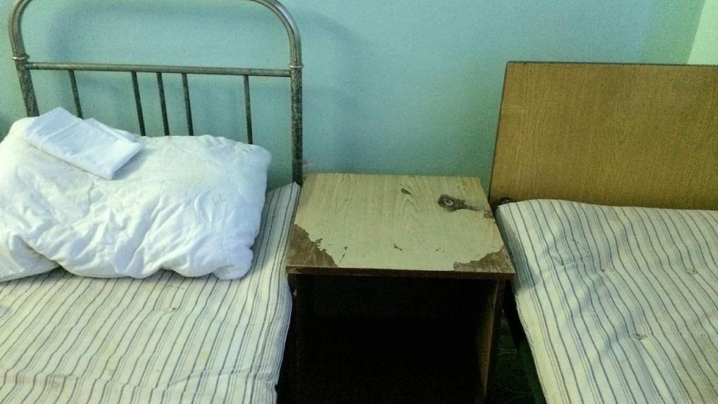 «Труп в приемнике уже не удивил»: омичка рассказала о жутких условиях в больнице Кабанова