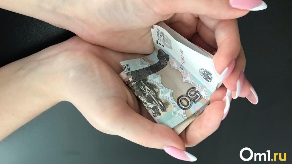 Обогатился на 1,3 миллиона. В Омской области чиновник выписывал премии сам себе