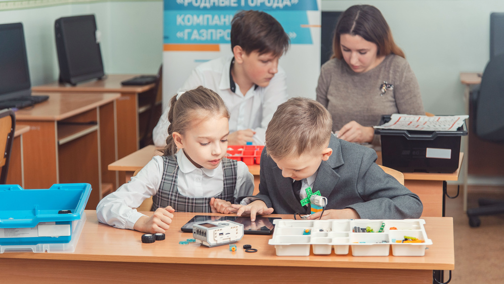Омский НПЗ помог создать лицею №143 лабораторию «Роботрек»