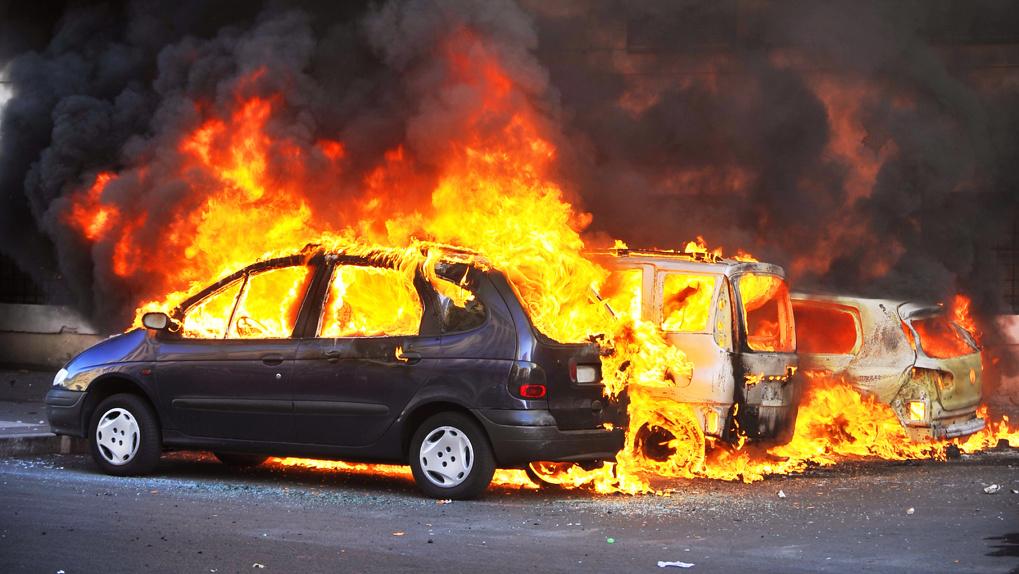 Омич спалил автомобиль с помощью обогревателя