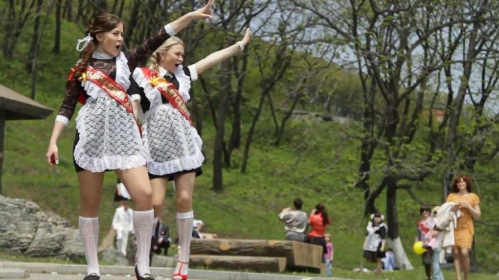 Из Омска, по официальным данным, уезжает каждый 10-й выпускник