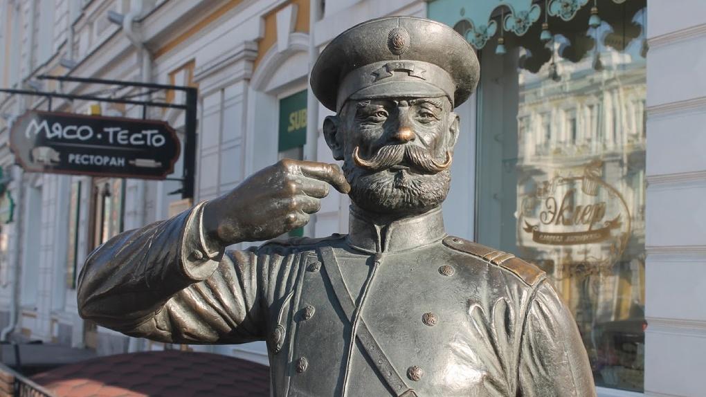 Около статуи Городового в Омске может появиться шестиметровая ель