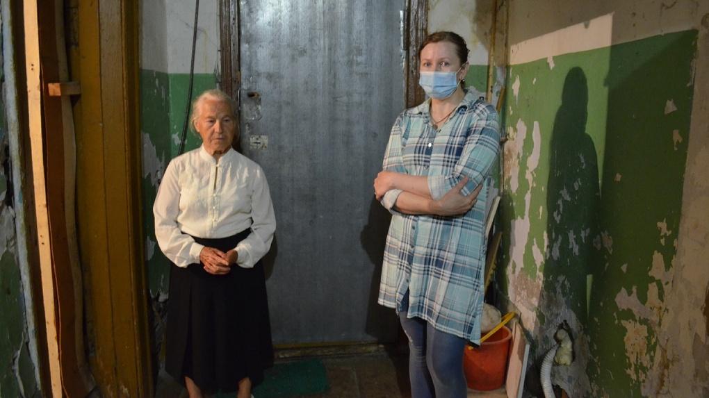 «Пол сгнил, шныряют крысы»: об ужасах жизни «детей войны» рассказали новосибирские общественники