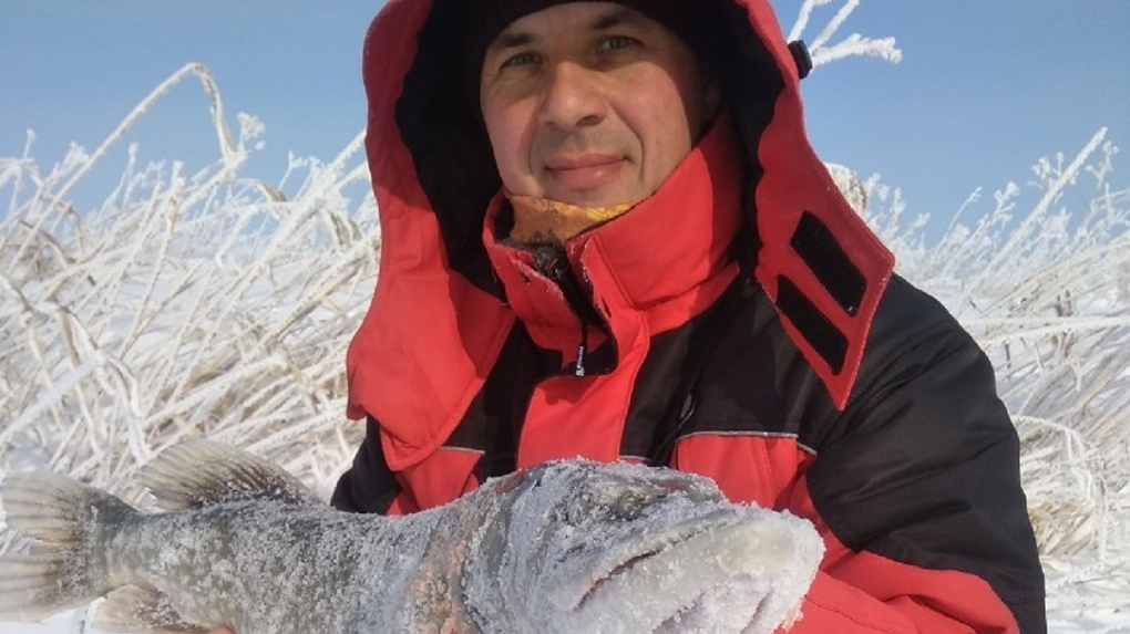 Неугомонный рыбак поймал трофейную щуку в Новосибирске