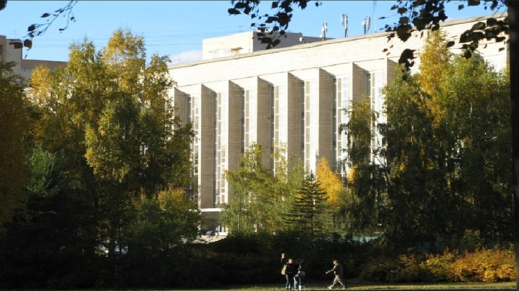 В Новосибирске благоустроили сквер ГПНТБ
