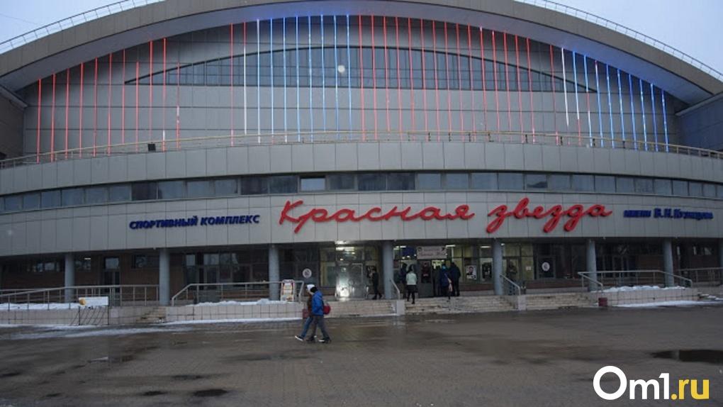 В Омске к сентябрю построят футбольное поле за 1,5 миллиона рублей и беговую дорожку за 2,3