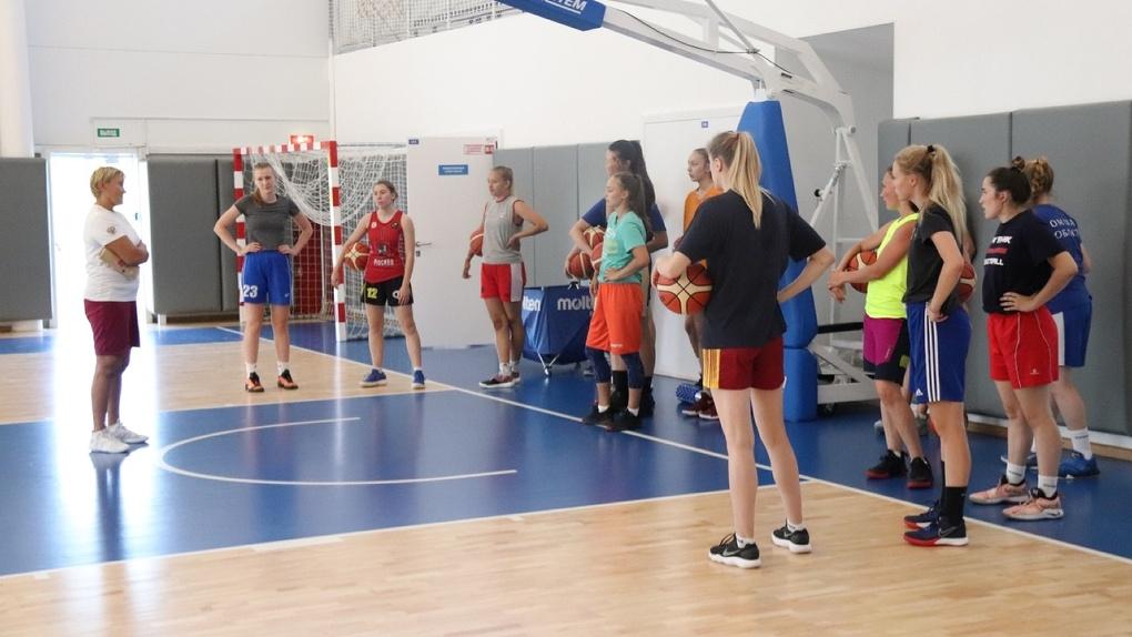 Баскетболистки омского «Нефтяника» провели открытую тренировку (ФОТО)