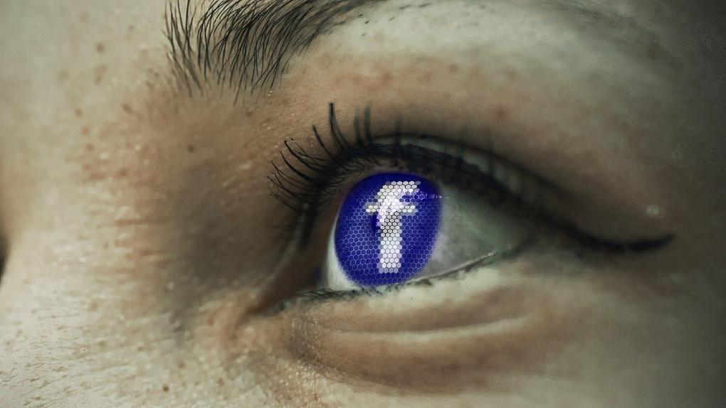 Омские школьники будут смотреть трансляции уроков в соцсетях
