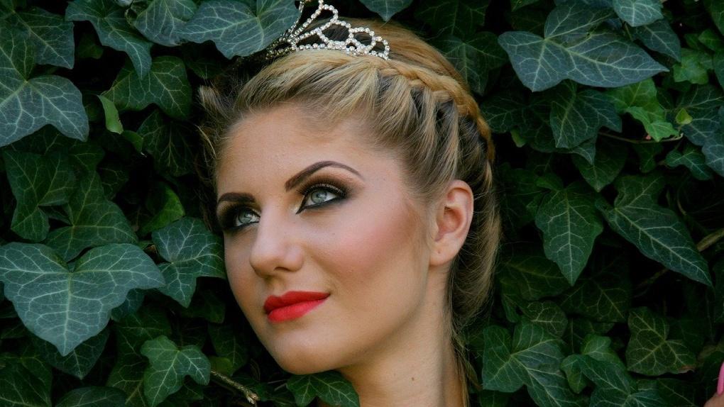 Началось голосование за финалисток конкурса красоты «Хрустальная корона», в котором участвуют пять омичек
