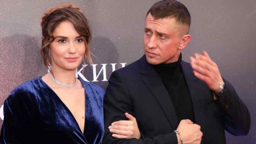 Знаменитый актер из Новосибирска Павел Прилучный прокомментировал ситуацию об избиении супруги