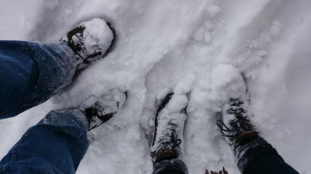 Лайфхак: Выводим белые солевые разводы с обуви