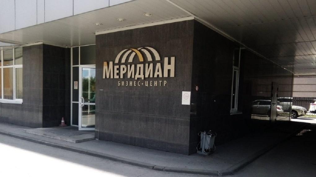 Директор Новосибирской строительной компании выпал из окна бизнес-центра и погиб
