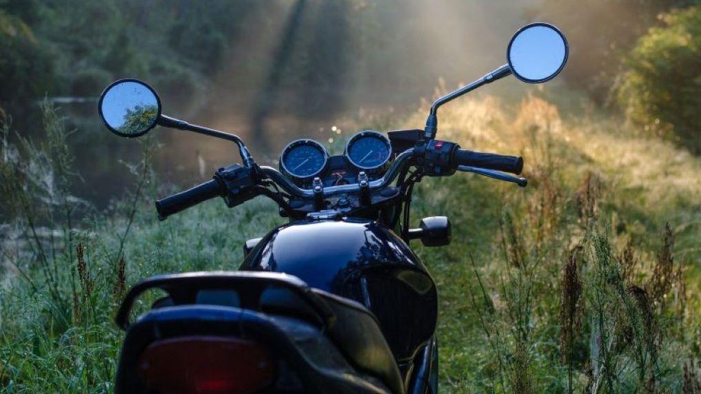 В Новосибирской области 76-летний мотоциклист погиб в аварии