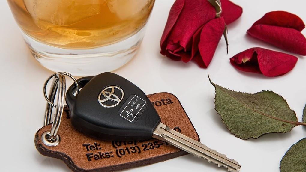 В Омске пьяному водителю почудилось, что за рулём едет не он, а жена