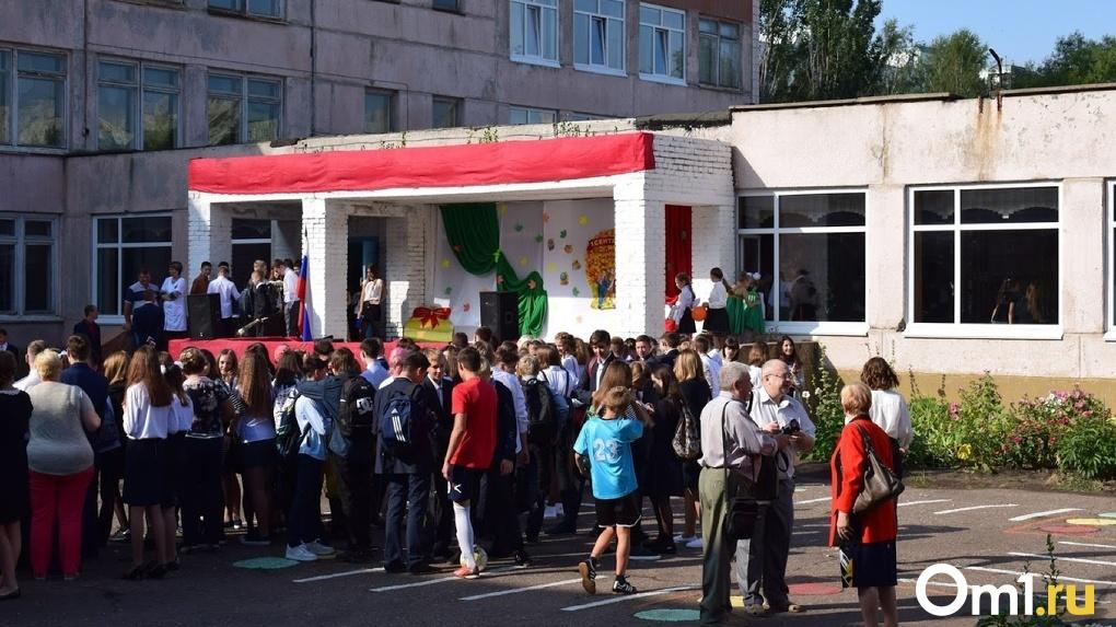 Учебный год в Омске может продлиться всего 20 дней. Школьников опять готовят к дистанту