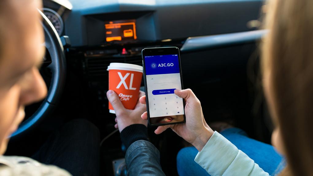Омичи могут оплатить заправку на АЗС не выходя из машины