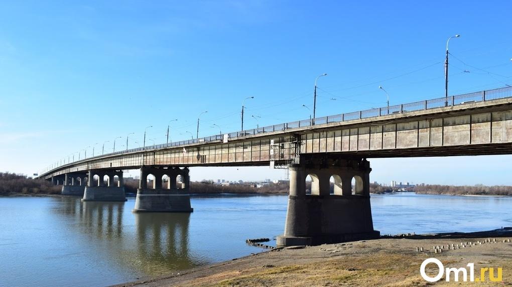 Под Омском нашли тело парня, который упал с Ленинградского моста почти месяц назад