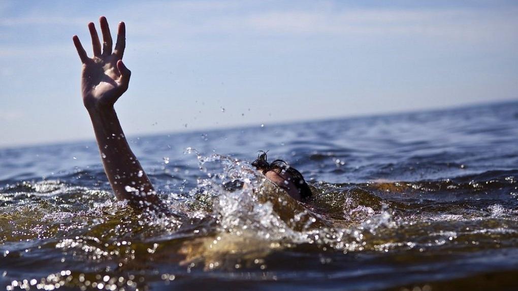 В Омской области рыбак выпал из лодки и утонул